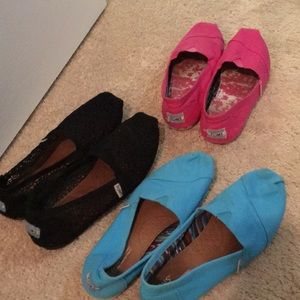 3 pairs of Toms size 8.5